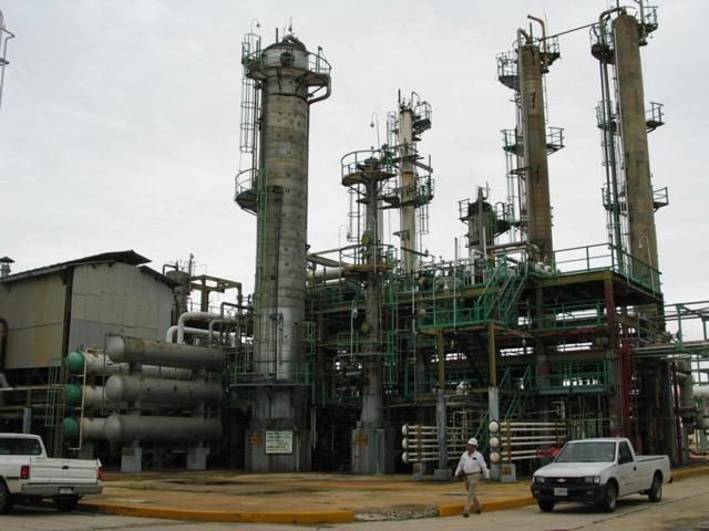 AMLO y refinerías